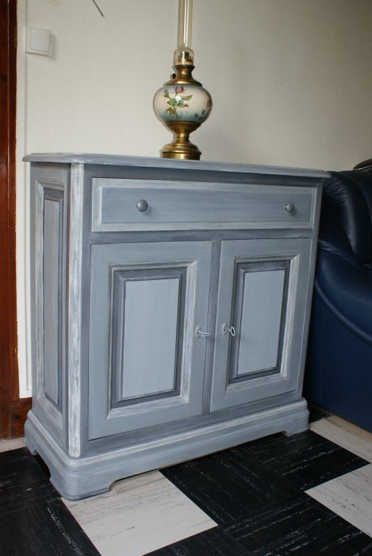 meuble 2 portes blog de christelmoreau. Black Bedroom Furniture Sets. Home Design Ideas