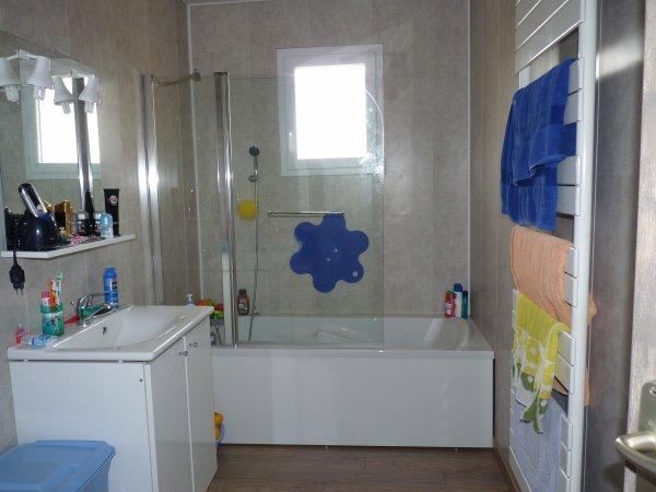 pose du pare baignoire et de planche sous baignoire ca. Black Bedroom Furniture Sets. Home Design Ideas